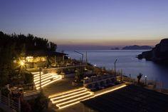 Lounge KiBar sulle terrazze panoramiche per l'aperitivo al tramonto e per il dopo cena(Hotel Chiaia di Luna, Isola di Ponza).