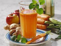 Apfel-Möhren-Saft mit Ingwer - smarter - Kalorien: 181 Kcal - Zeit: 10 Min. | eatsmarter.de