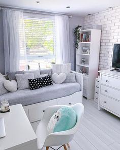 IKEA Real homes - Diy furniture for teens Bedroom Decor For Teen Girls, Cute Bedroom Ideas, Room Ideas Bedroom, Small Room Bedroom, Home Decor Bedroom, Small Rooms, Ikea Bedroom, Bedroom Inspiration, Small Spaces