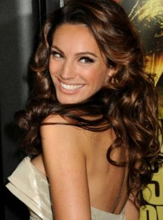 Kelly brook's hair is gorgeous with her vintage style curls