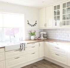 White subway tile, 2 tone lower cabinets, dark gr… – White N Black Kitchen Cabinets Interior Design Living Room, Living Room Decor, Dining Room, New Kitchen, Kitchen Decor, Paint Colors For Living Room, Cuisines Design, Küchen Design, Home Kitchens
