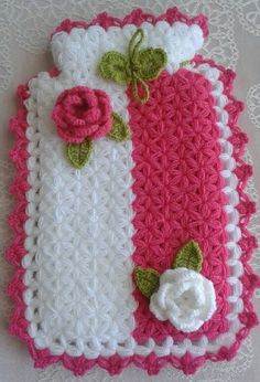 This Pin was discovered by Bus Crochet Sachet, Crochet Gifts, Knit Crochet, Crochet Designs, Crochet Patterns, Fun Crafts, Diy And Crafts, Crochet Placemats, Easter Crochet