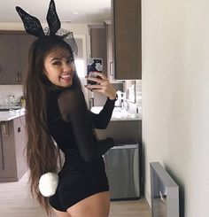 The notion of sexy Halloween costumes differs from year to year there is no doubt about that. But some ideas just never die. And we hope you like them halloween 2018 Halloween Mono, Halloween Inspo, Halloween Costumes For Teens, Cute Costumes, Rabbit Halloween, Halloween 2018, Funny Halloween, Playboy Bunny Halloween Costume Ideas, Haloween Costumes 2017