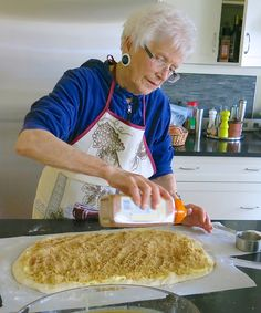 Mom, Helen McKinney's Traditional Canadian Prairie Homemade Cinnamon Buns are famous in our family, our neighbourhood and home town: step by step recipe. Pound Cake Recipes, Donut Recipes, Baking Recipes, Dessert Recipes, Desserts, Cinnamon Bun Recipe, Apple Cinnamon Bread, Cinnamon Rolls, Biscuits