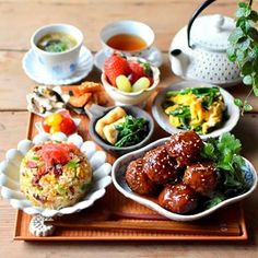 Breakfast Lunch Dinner, Dinner Menu, Asian Recipes, Healthy Recipes, Plate Lunch, Food Garnishes, How To Eat Better, Morning Food, Food Presentation