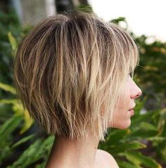 70 Overwhelming Ideas for Short Choppy Haircuts - Best Hair Styles EVER Choppy Bob With Bangs, Short Choppy Bobs, Short Choppy Haircuts, Short Hair With Layers, Short Bob Hairstyles, Short Hair Cuts, Hairstyles 2018, Short Bob With Fringe, Short Shaggy Bob