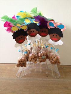 Zwarte pieten gemaakt door Anouk Saint Nicolas, Candy Buffet, Poppies, Crafts For Kids, December, Seasons, Nespresso, Ideas, Birthday