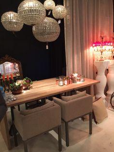 #exposition #table #chairs #diningroom #dining #room #lamps #illumination #lighting #cabinets #furniture #mobiliario #sala #exposição #decoração #decoration