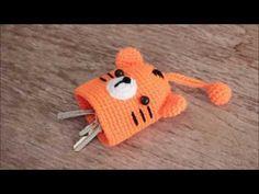 How to crochet TOTORO key cover tutorial. Crochet Gifts, Crochet Dolls, Crochet Yarn, Free Crochet, Crochet Animal Patterns, Crochet Animals, Crochet Key Cover, Crochet Totoro, Crochet Keychain Pattern