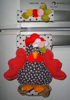 Liz Artesanatos: Pegadores de Geladeira Chicken Bird, Chicken Crafts, Appliance Covers, Crochet Kitchen, Sewing For Kids, Dish Towels, Farm Animals, Christmas Time, Needlework