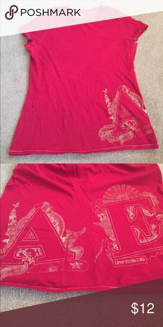 American Eagle Beachy Tee Side AE Design with Lighthouse, Boat, Seashells, & Kite. American Eagle Outfitters Tops Tees - Short Sleeve