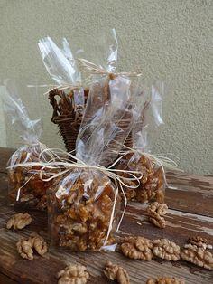 Kouzlo mého domova: Vlašské ořechy ve slaném karamelu Diy Christmas Gifts, Cereal, Stuffed Mushrooms, Food And Drink, Presents, Baking, Vegetables, Breakfast, Creative
