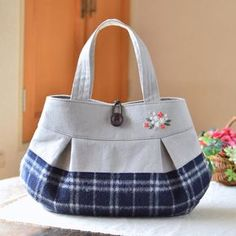 My standard bag! It is a bag to take to the event on weekends. . いよいよデザフェスが近づいてきましたー! 最後に出来上がったバッグは私の定番バッグです。 コロンと横長のフォルムがお気に入りなんですよ〜♪ #デザフェス #バッグ #handmade #bag