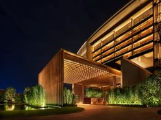 When it comes to getting a hotel ready to greet its guests, a lobby design is a tell-all. The entrance to a brand new world of luxury, these luxurious hotel lob Hotel Lobby Design, Hotel Design Architecture, Sanya, Design Exterior, Facade Design, Exterior Colors, Edition Hotel, Porte Cochere, Hotel Canopy