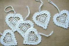 White hearts Crochet appliques Wedding decors Favors White xmas tree ornaments Home decorations Valentine party Appliques Au Crochet, Crochet Doily Patterns, Crochet Doilies, Crochet Flowers, Crochet Tree, Filet Crochet, Christmas Tree Baubles, Crochet Christmas Ornaments, Crochet Snowflakes