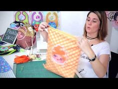 Mochila Tutorial, Diy And Crafts, Crafts For Kids, Summer Handbags, One Bag, Fabric Painting, 5 Minute Crafts, Diy Flowers, Diy Gifts