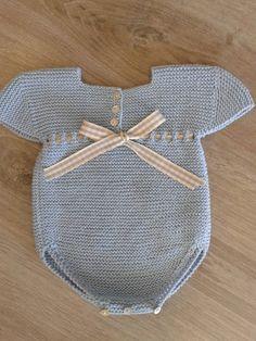 No pattern but a beautiful baby knit. Knitting For Kids, Baby Knitting Patterns, Crochet For Kids, Baby Patterns, Knit Crochet, Brei Baby, Baby Boy Outfits, Kids Outfits, Tricot Baby