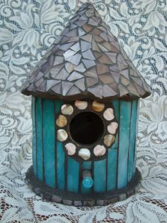 New Painting Bird Houses Country Kitchens Ideas Mosaic Crafts, Mosaic Projects, Stained Glass Projects, Mosaic Ideas, Mosaic Rocks, Mosaic Glass, Glass Art, Mosaic Birdbath, Mosaic Garden