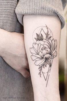 Female tattoo peony on the arm. Flower Tattoo deas for Girls Arm beau. Hawaiianisches Tattoo, Tattoo Drawings, Body Art Tattoos, Sleeve Tattoos, Shape Tattoo, Tatoos, Pretty Tattoos, Beautiful Tattoos, Geometrical Tattoo