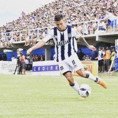 Solís con un golazo de tiro libre fue el autor del gol con el...  Solís con un golazo de tiro libre fue el autor del gol con el que #Talleres terminó igualando 1 a 1 esta tarde en Gualeguaychú. La próxima fecha será ante Villa Dálmine en el #Kempes.