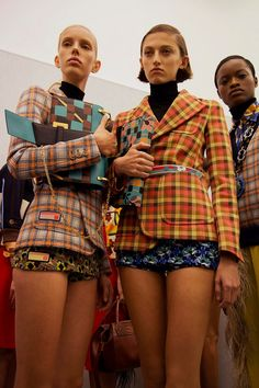 Patterned blazer, Fall 2017 Backstage at Prada MFW Dazed Quirky Fashion, High Fashion, Fashion Show, Fashion 2017, Runway Fashion, Womens Fashion, Fashion Trends, Prada, Fashion Details