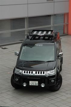 Hummer H2(2002-2010), Hummer H3(2005–2010) - http://www.flickr.com/photos/scludo/6538688501/ wiki: http://en.wikipedia.org/wiki/Hummer <<<<< Mitsubishi Delica D:5(2007–present) - http://minkara.carview.co.jp/userid/325858/car/227966/profile.aspx - wiki: http://en.wikipedia.org/wiki/Mitsubishi_Delica#Fifth_generation_.282007.29