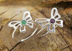 anillo en plata de mariposa con esmeralda o tanzanita naturales