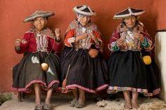 Peruvian elders handspinning