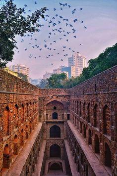 Agrasen ki Baoli, New Delhi. Tourist Places, Places To Travel, Places To Visit, Iran Travel, India Travel, Delhi India, New Delhi, Hindus, Kino's Journey