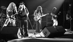 Lynyrd Skynyrd Free Bird Live 1977 | Live In Chicago, IL 18-02-2010