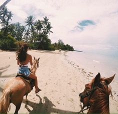 Yes, this looks amazing!!! So much fun . Horseback riding on the beach :)