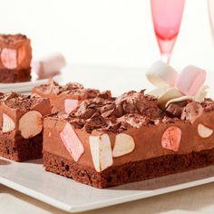 Met de FunCakes mix voor Brownies en de mix voor bavarois –chocolade- kun je deze heerlijke chocolade bavarois taart maken!