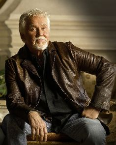 Kenny Rogers Selected As 2012 Artist-In-Residence At The Country Music Hall Of Fame And Museum