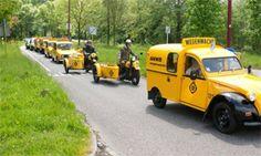 Toertocht met oude Wegenwacht voertuigen