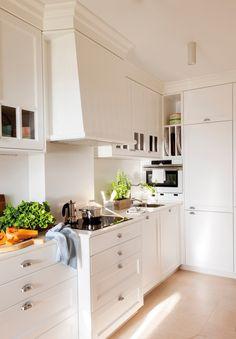 Un petit duplex en Galice pour profiter de la plage - PLANETE DECO a homes world Small Apartments, Small Spaces, Nook Architects, Kitchen Under Stairs, Country Kitchen Designs, Duplex, Cuisines Design, Big Houses, Design Case