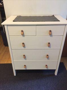 Vanha lipasto, uusi maali ja Ikea Östernäs-vetimet.