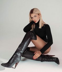 Black High Boots, Thigh High Boots Heels, High Leather Boots, Leather Pants, Cute Ripped Jeans, Glamour Shoot, Skirts With Boots, Transgender Girls, Elegantes Outfit