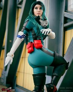 My Hero Academia Deku Cosplay is for the win with this dynamic battle stance. Marvel Cosplay, Anime Cosplay, Uraraka Cosplay, Cosplay Lindo, Deku Cosplay, Cute Cosplay, Cosplay Makeup, Amazing Cosplay, Cosplay Outfits