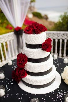 Black And White Wedding Cake Red Roses – Top Image Collections Square Wedding Cakes, Black Wedding Cakes, Red Wedding Flowers, Cool Wedding Cakes, Wedding Cake Designs, White Flowers, Ribbon Wedding, Purple Wedding, White Roses