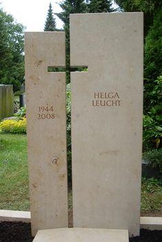 zweigeteilter Grabstein aus Jura Kalkstein mit Schattenkreuz