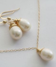 pretty pearls. loving this set for bridesmaids!
