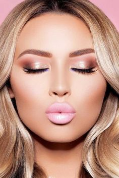 18 Charming Rose Gold Makeup Looks from Day to Night-Gold makeup as well as pink makeup is really jazzy right now. Have you already tried this charming and trendy makeup look? Rose Gold Makeup Looks, Pink Makeup, Gorgeous Makeup, Beauty Makeup, Metallic Makeup, Pretty Makeup, Diy Beauty, Perfect Makeup, Simple Makeup