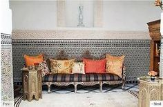 alyibnawi  Gorgeous interior design with classical Islamic architecture.  (not nippon but rad)