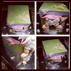 Baby Present Cake, Baby Butt Cake - Pink Sugar Cupcakes Present Cake, Baby Presents, Sugar Cake, Cake Baby, Pink Sugar, Baby Shower Cakes, Lunch Box, Cupcakes, Cakes Baby Showers