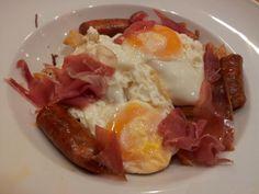SPOON: Huevos rotos con chistorra y jamón