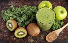 Start Your Day with this Fiber Rich and Hormone Friendly Green Smoothie!