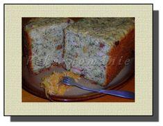 Litina – kynutý bramborák--Suroviny:  kvásek (250 ml vlažného mléka + čerstvé droždí velikosti vlašského ořechu) 3 velké syrové strouhané brambory 2 – 3 lžíce sádla 4 lžíce škvarků 150 g anglické slaniny pokrájené na kostičky 2 vejce 4 utřené stroužky česneku dle chuti kmín majoránka mletý pepř sůl asi 500 g hrubé mouky bylinky (libeček, kopřivy, petrželka) asi 100 g pokrájené klobásy