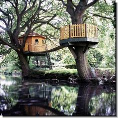 treehouse design with a nice bridge:) it's on my bucket list to make a tree house!