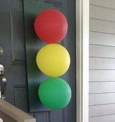 light balloon decorations for a wheels on the bus or race car birthday part.Stop light balloon decorations for a wheels on the bus or race car birthday part. Planes, Trains, and Automobiles Birthday Party Ideas 3 Year Old Birthday Party Boy, 2nd Birthday Party Themes, Race Car Birthday, Race Car Party, Monster Truck Birthday, Cars Birthday Parties, Balloon Birthday, Party Bus, 4th Birthday