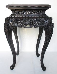 Additional views of Antique Japanese Table with Motifs of Dragons. Gothic Furniture, Antique Furniture, Cool Furniture, Furniture Design, Chinese Furniture, Oriental Furniture, Consoles, Japanese Table, Oriental Design